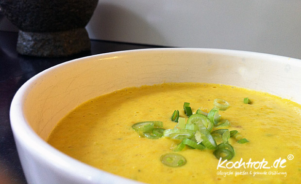 Suppe mit Karotten, Pastinaken und Mango