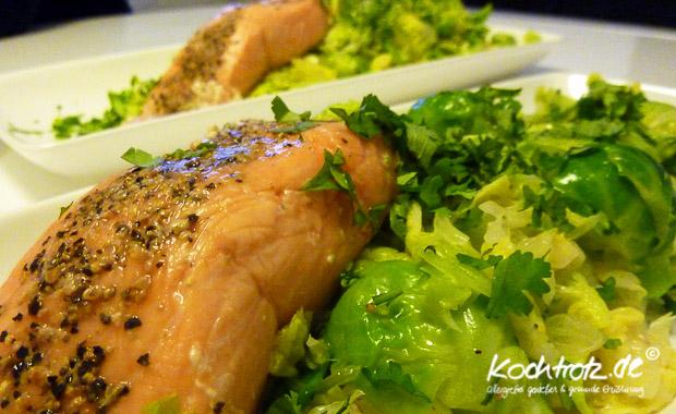 Salat Rosenkohlblätter, Pomelo, Koriander