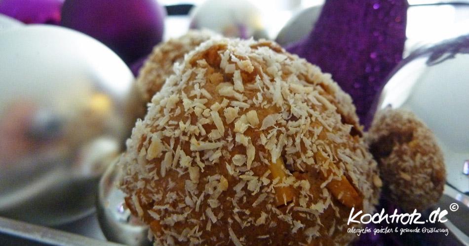 Stollengebäck mit Trockenfrüchten und Mandeln