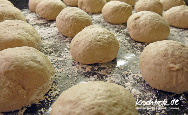 Teigballen für Dinkel-Vollkorn Laugenbrötchen