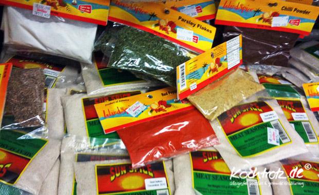 Gewürze im Supermarkt auf Jamaica