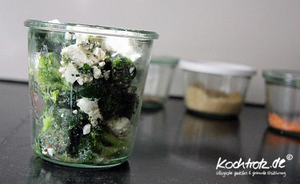 Gemüse im Glas mit Feta oder Ziegenkäse