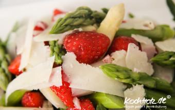 spargel-salat-mit-erdbeeren-1