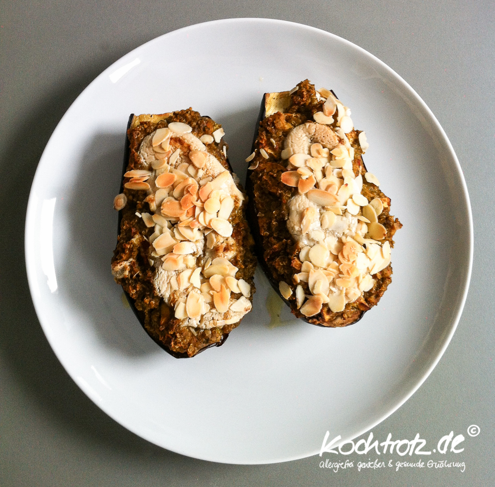 vegan-for-fit-rezept-gefuellte-aubergine-mit-quinoa-rucola-1-2