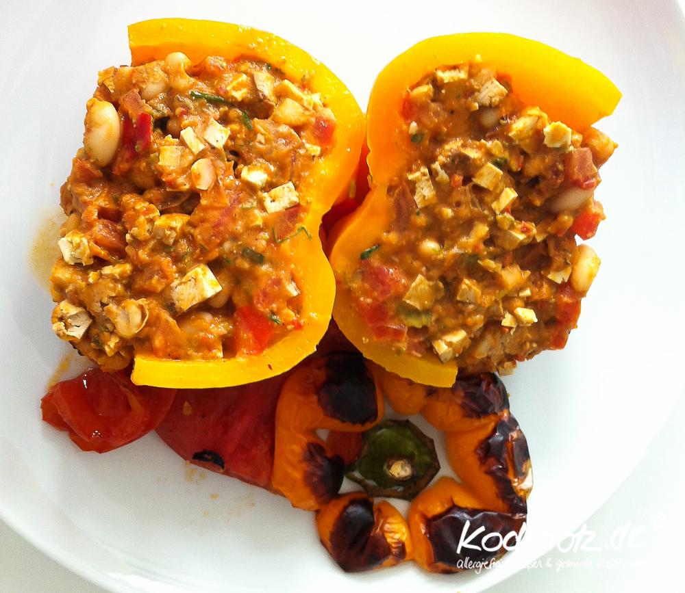 vegan-for-fit-rezept-gefuellte-paprika-weisse-bohnen-raeuchertofu-1-2