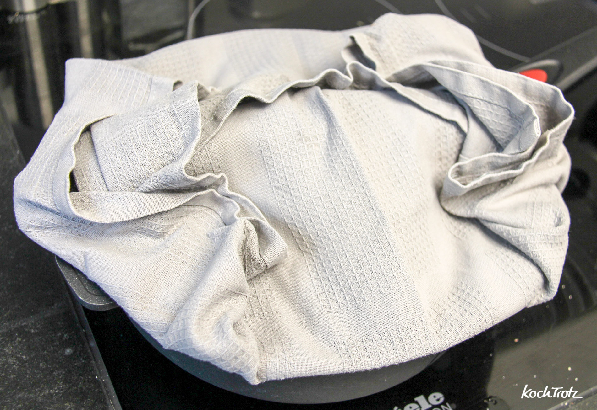 campingkuchen-marmorkuchen-in-der-pfanne-auf-dem-herd-gebacken-glutenfrei-mehlfrei-1-2