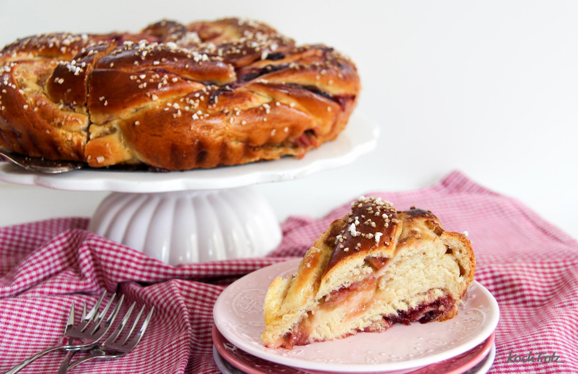 grundrezept-hefezopf-striezel-strudel-mit-dinkel-rhabarber-cranberry-fuellung-17