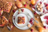 Almhefekuchen mit Früchten und Amarettistreuseln