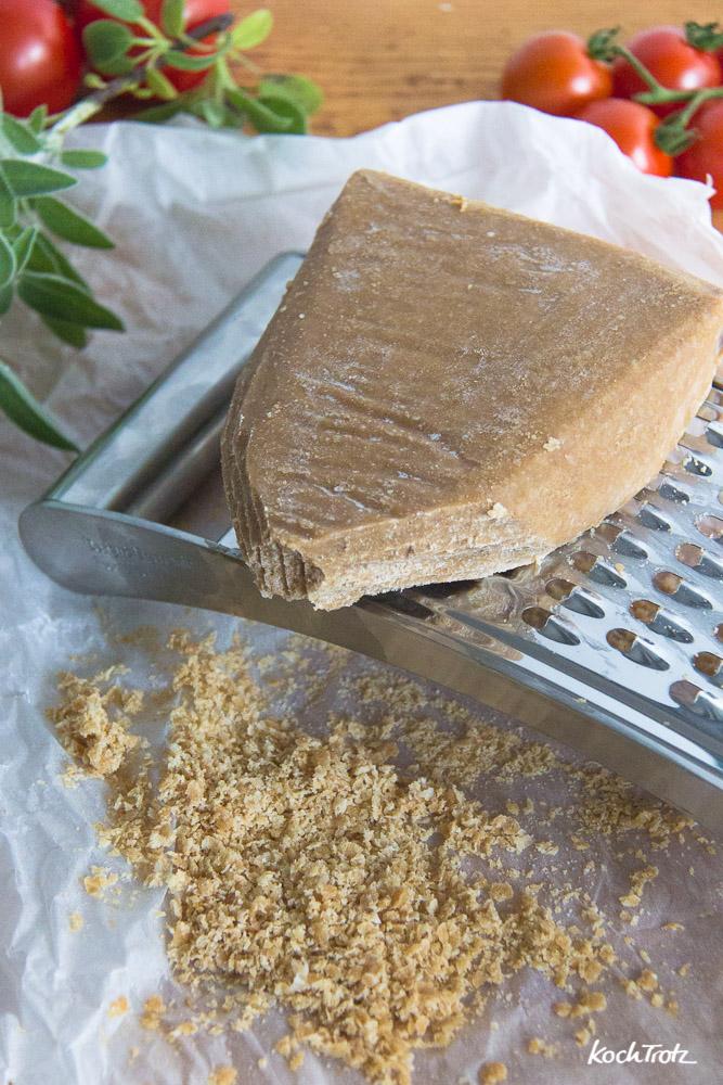 Rezept veganer Parmesan am Stück | sojafrei | nussfrei | glutenfrei | lässt sich reiben und schmilzt | Käse-Alternative