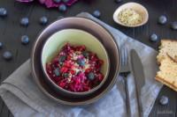 Spitzkohlsalat mit Rote Bete, Heidelbeeren und Granatapfel | Köstlich und sehr gut verträglich
