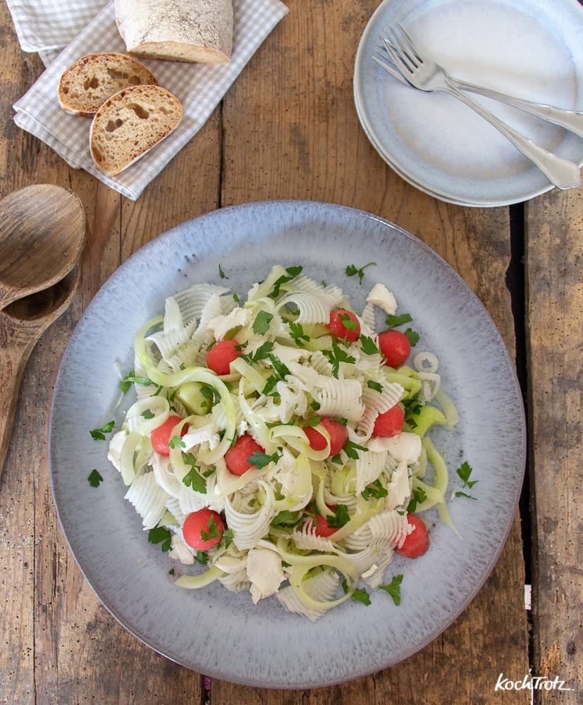 spiralisierter Frühlingssalat mit Mairübchen