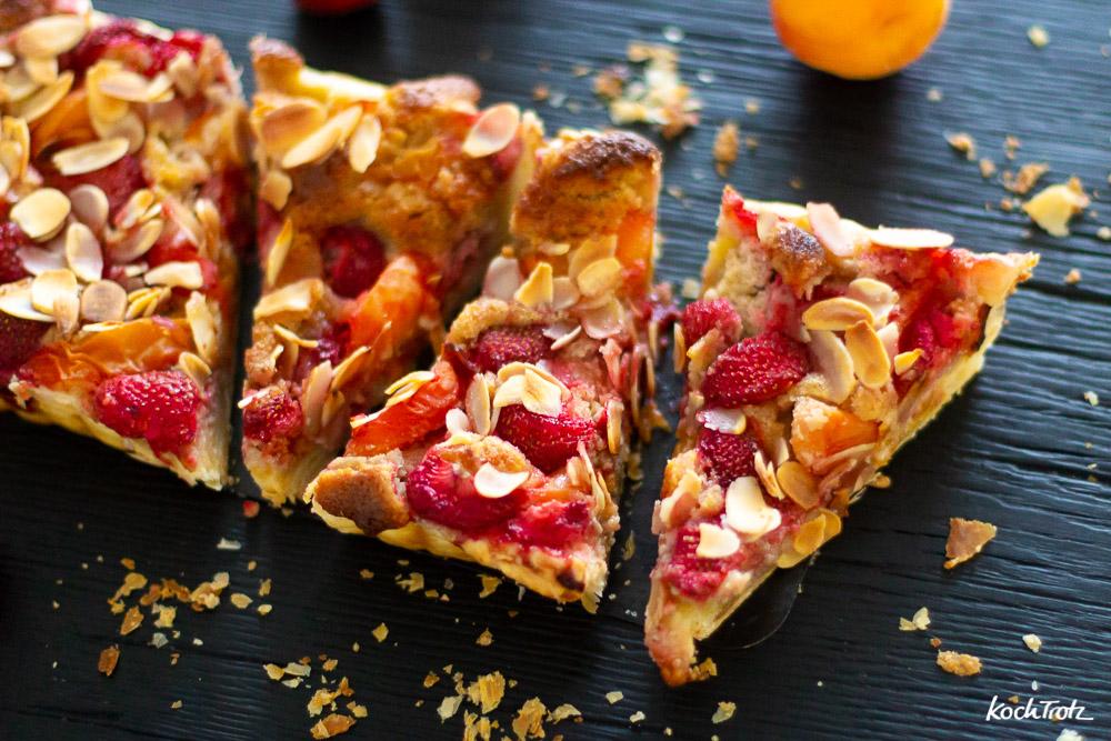 Frangipane Tarte mit Erdbeeren und Aprikosen