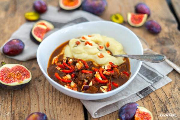 Gulasch mit Feigen und Pflaumen | ungewöhnlich - dafür besonders gut und ohne Tomaten. Ein Rezept für den Herd, Schnellkochtopf oder Backofen.
