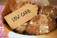 So gelingen low carb Hefeteige ohne die Zugabe von Zucker