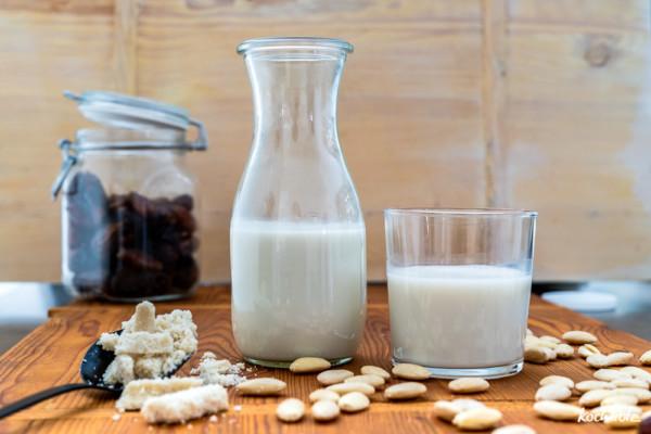 Mandelmilch   Cashewmilch   Nussmilch aus dem Slow Juicer