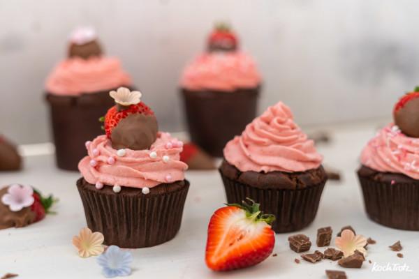 Cupcakes mit Brownie-Muffins und Erdbeer-Frischkäse-Frosting