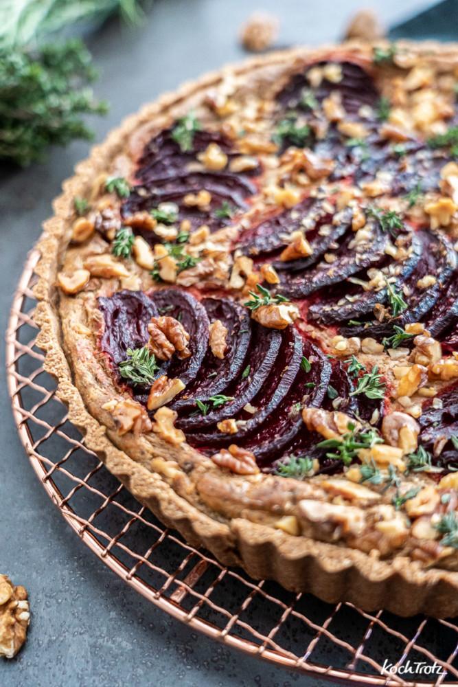 Rezept herzhafte Rote Bete Tarte mit Spitzkohlsalat