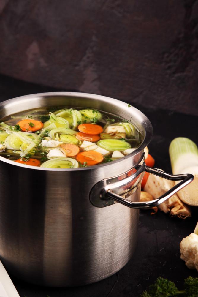 Kochen mit Gemüseabfällen - super für Haus-Quarantäne