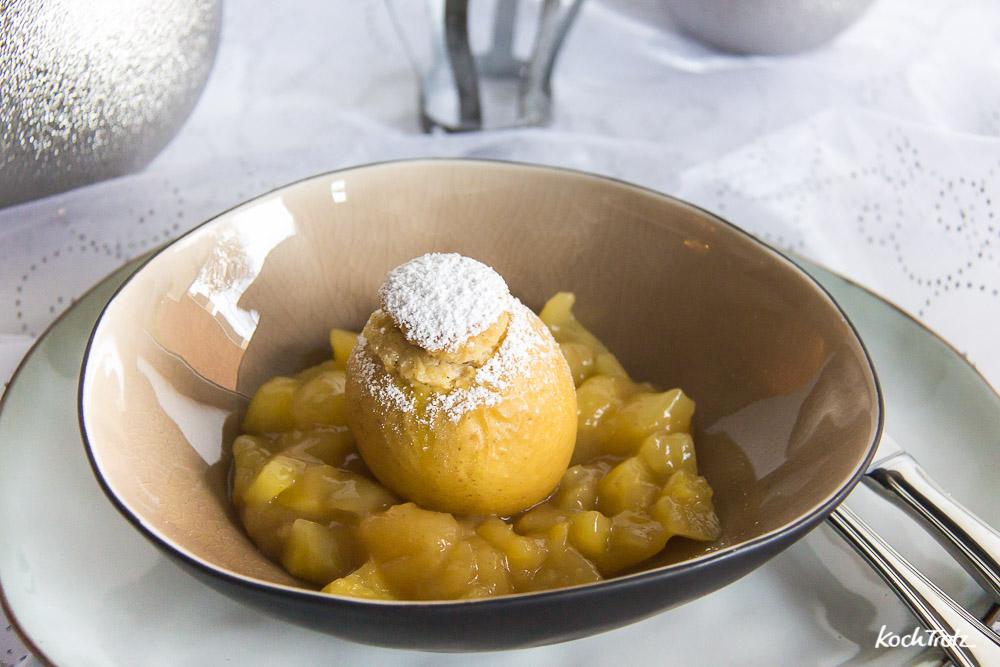 Cheesecake-Bratapfel auf Apfelkompott | glutenfrei | laktosefrei | histaminarm