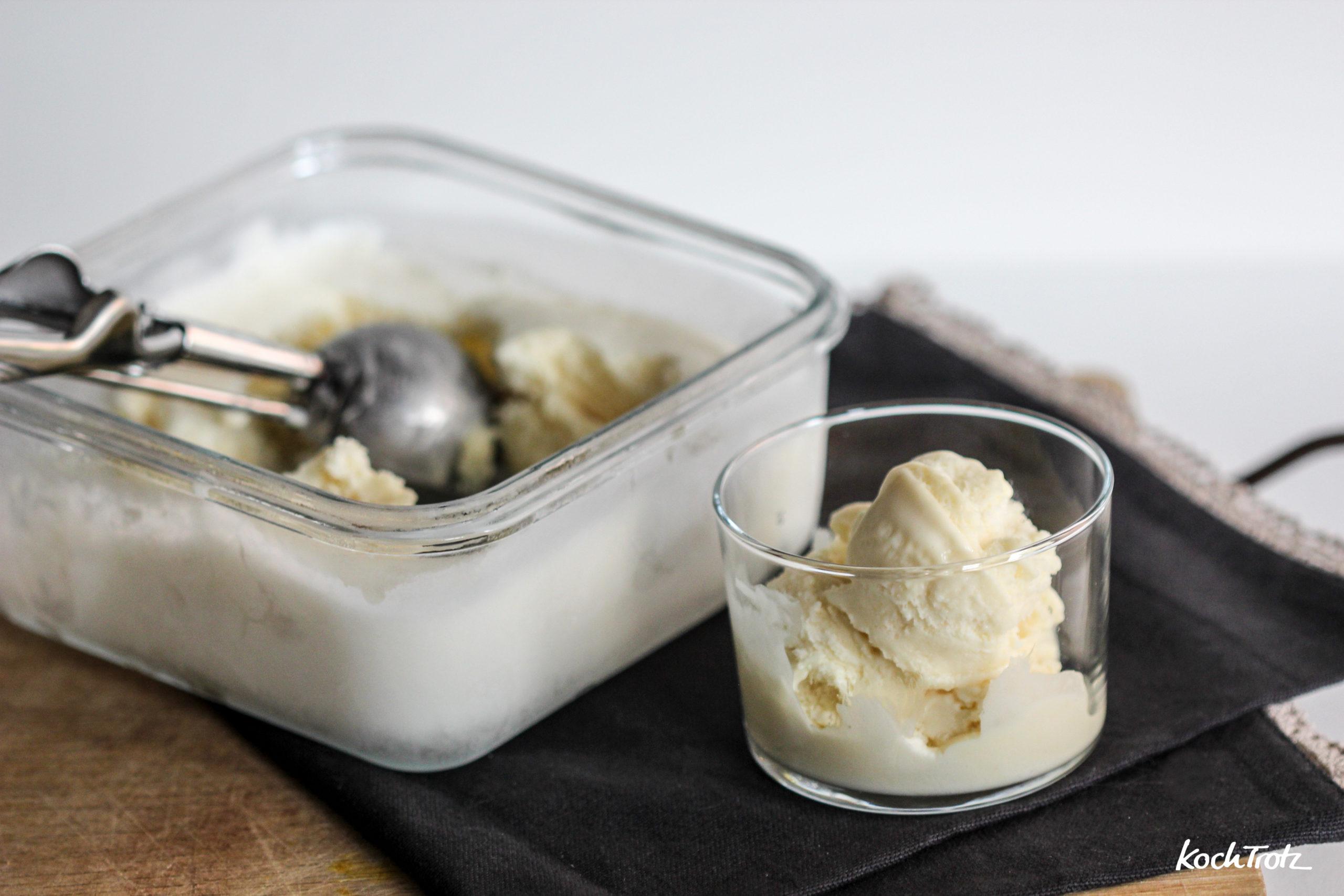 cremiges weisses Schokoladeneis ohne Eismaschine mit Aquafaba   vegan oder vegetarisch