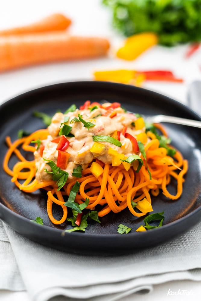 Gemüsespaghetti | Karottenspaghetti mit cremiger Mandelsauce | vegan und sättigend