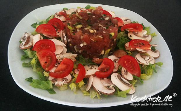 Thunfischtartar auf Salatbett