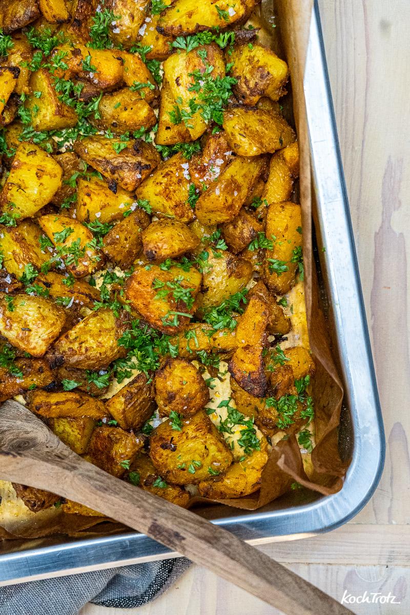 Knuspriger Kürbis mit Kartoffeln aus dem Backofen