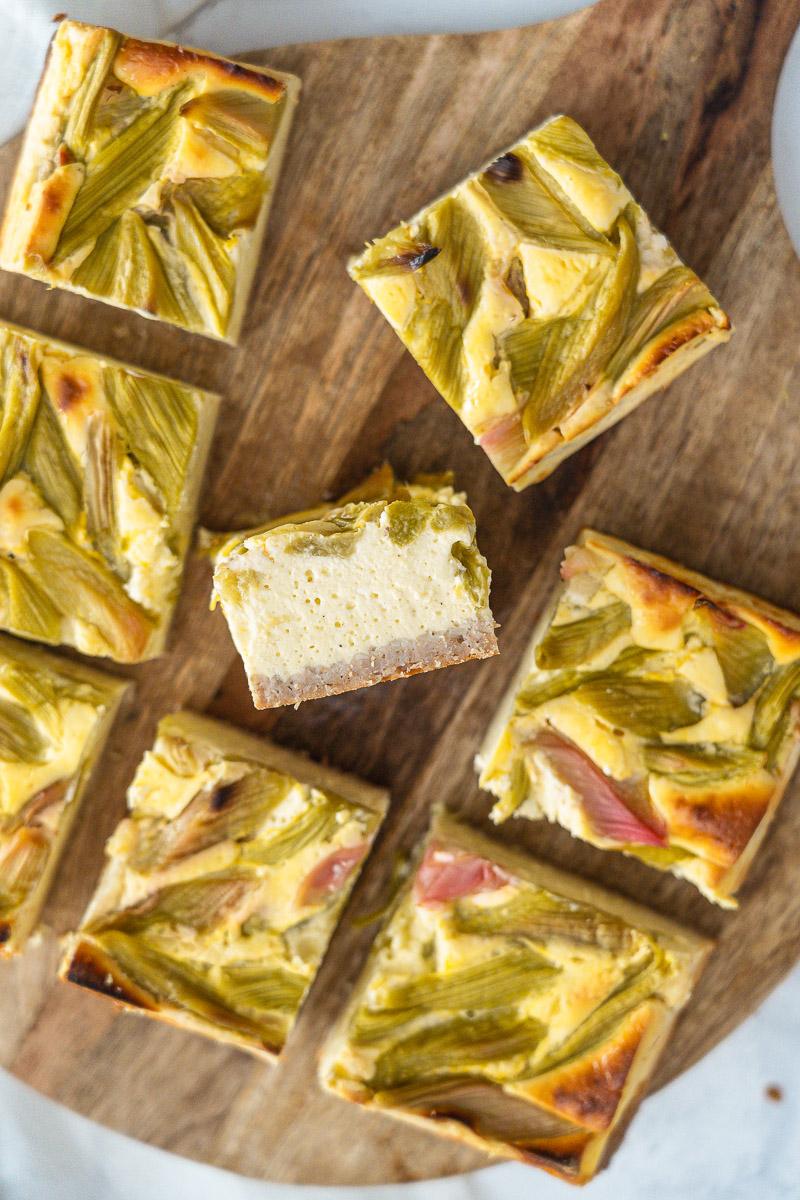Rezept cremiger Rhabarber-Käsekuchen wenig Kalorien wahlweise glutenfrei