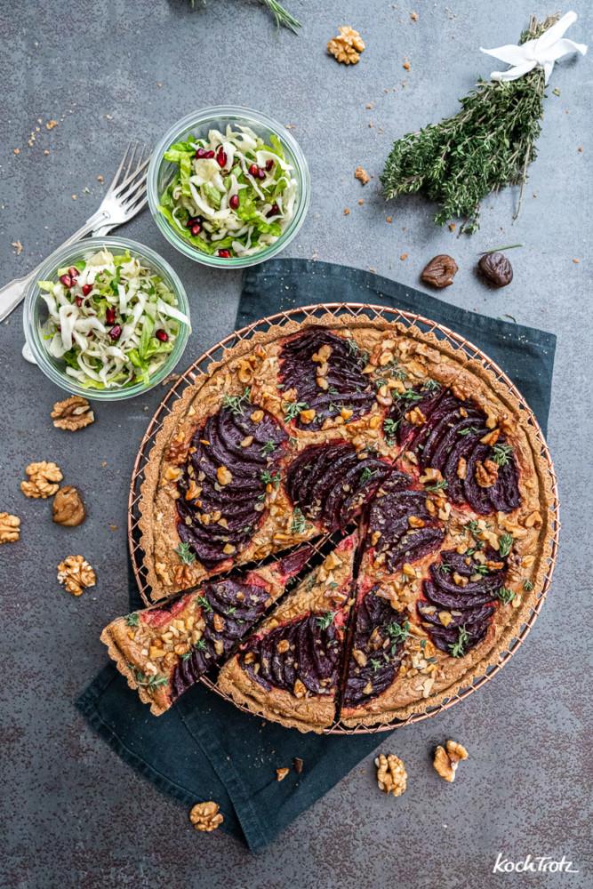 Glutenfreie Rote Bete Tarte mit Spitzkohlsalat